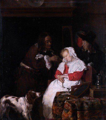 deux hommes avec une femme endormie